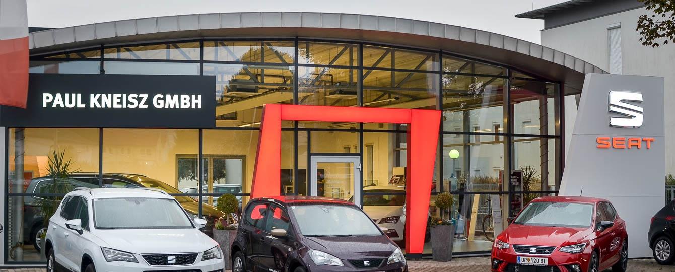 Paul Kneisz präsentiert in seinem Betrieb auf zirka 2000 m² Gebrauchtwagen aller Marken sowie Neuwagen von SEAT mit angeschlossener Fachwerkstatt.